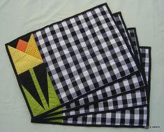 jogo americano tulipa amarela, confeccionado em tecidos de algodão e acolchoado.  Utilizando a técnica Paper Foundation em Patchwork e com acabamento a mão ( quilting ) .