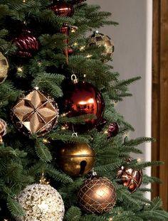 BH Balsam Fir Christmas tree. http://www.balsamhill.com/Balsam-Hill-Balsam-Fir-Christmas-Trees-p/bfr-t.htm