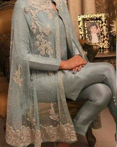 Party dress indian fashion styles 35 ideas for 2019 Pakistani Party Wear Dresses, Pakistani Dress Design, Pakistani Outfits, Indian Outfits, Pakistani Designers, Pakistani Fashion Casual, Indian Fashion, Stylish Dresses, Fashion Dresses