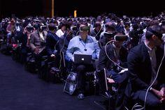 Mark Zuckerberg 的 Gear VR 照就這樣被玩壞了 - Inside 網摘