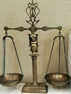 ANTIQUE ? VINTAGE SOLID BRASS &METAL APOTHECARY SCALES OF JUSTICE BALANCE BUDDHA