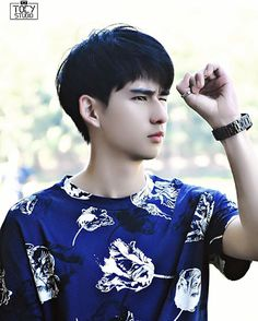 📌Toey Sittiwat → Make it Right 1 & 2 E Frame, Book And Frame, Asian Boys, Asian Men, Series Movies, Tv Series, Asian Man Haircut, Young Actors, Thai Drama