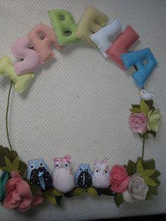Guirlanda de maternidade em feltro. Motivo corujas, passaro e flores e folhas. As corujas podem sem sachês ou chaveiros como lembrançinha. R$105,00