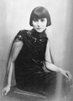 CAFÉ MARQUARDT: Friederike (Friedl) Reichler, 1922