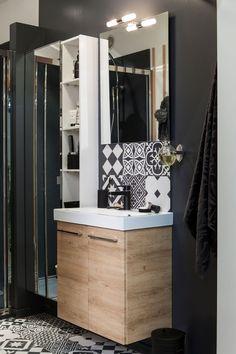 Petit coin de salle de bains fonctionnel et efficace