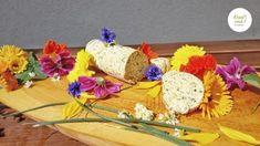 Oft sind die einfachsten Dinge die Besten!! 😋 Eine selbstgemachte Kräuter-Blüten-Butter sieht nicht nur schön bunt aus, sondern schmeckt auch noch um Welten besser als die gekaufte Kräuterbutter. Bei mir darf sie auf jeden Fall bei keiner Grillerei fehlen. 😊 Das Ruck-Zuck Rezept findest du auf meinem Blog!  Schönen Montagabend euch allen, eure Christina 🌿 Chutney, Kraut, Table Decorations, Bunt, Salsa, Dressing, Vegan, Home Decor, Sandwich Spread