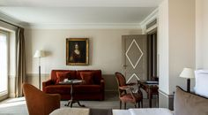 An unforgettable view over Paris plus a generous surface area with typically Parisian features. Brighton Hotels, Executive Room, Surface Area, Paris Hotels, Smoking Room, King Beds, Accent Chairs, Family Room, Furniture