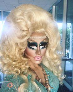 "60.9 k gilla-markeringar, 968 kommentarer - Trixie Mattel (@trixiemattel) på Instagram: ""If you're not wearing a broken choker on your forehead, you're not doing drag. Hair by @wigsandgrace"""