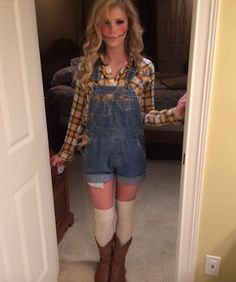 21 Easy and Sexy Halloween Costumes for Your Inspiration; Halloween costumes for teens; Halloween costumes for girls; Halloween costumes for women. Halloween Costume Diy, Diy Scarecrow Costume, Halloween Scarecrow, Halloween Ideas, Halloween Makeup, Scarecrow Makeup, Halloween Costumes With Overalls, Easy Diy Halloween Costumes For Women Last Minute, Group Halloween