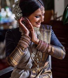 South Indian Wedding Saree, Tamil Wedding, Saree Wedding, Indian Bridal, Silk Saree Blouse Designs, Sari Blouse, Silk Sarees, Indian Wedding Photography, Photography Couples