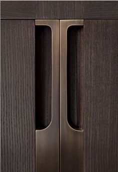 Handleless Cabinets Design Inspiration - The Architects Diary Cabinet Handles, Cabinet Doors, Cabinet Hardware, Cabinet Design, Door Design, Detail Architecture, Wardrobe Handles, Joinery Details, Holly Hunt
