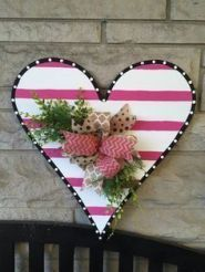Inspiring Valentine Door Decorations Inspiring Valentine Door Decorations – The historical backdrop of St. Valentine's Day may rely upon the student of history shifting from stories of respectable Christian suffering to a sent… Valentine Day Wreaths, Valentines Day Decorations, Valentine Day Crafts, Valentine Heart, Valentine Ideas, Wood Crafts, Diy Crafts, Diy Wood, Pallet Wood