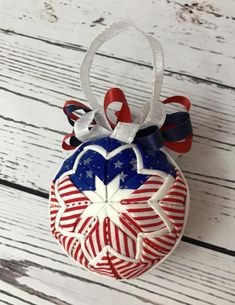 Fabric Ideas American Flag Ornament - Fabric has been handout and folded and pinned in layers around a styrofoam ball to replicate the American Flag. Perfect for your of July party. Folded Fabric Ornaments, Quilted Christmas Ornaments, Christmas Baubles, Christmas Ideas, White Christmas, Merry Christmas, Styrofoam Crafts, Styrofoam Ball, Holiday Crafts