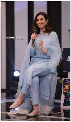 Casual Indian Fashion, Pakistani Fashion Party Wear, Indian Fashion Dresses, Indian Designer Outfits, Girls Fashion Clothes, Dress Fashion, Punjabi Fashion, Indian Outfits, Fashion Pants