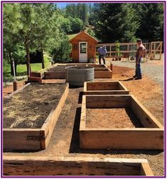 Garden Types Dusty and I finished building the raised beds for our veggie garden this morning… – Gardening Potager Garden, Veg Garden, Vegetable Garden Design, Fruit Garden, Garden Hose, Easy Garden, Raised Vegetable Gardens, Raised Garden Beds, Raised Beds