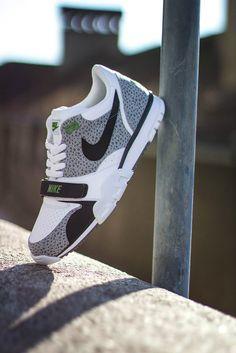 Cela faisait longtemps que nous n'avions pas croisé la silhouette de le Nike Air Trainer Low... Good News ! Nike Sportswear prépare son retour pour 2014. L