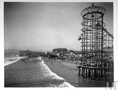 Vintage photograph of the seaside amusement park in Long Beach, California. San Pedro California, Long Beach California, California History, California Usa, Beach Photos, Old Photos, Long Beach Pike, Wonderful Places, Great Places