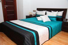 Eksluzywne narzuty turkusowe na małe i duże łóżka z czarno białym wzorem