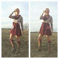 Vestido babydoll burdeos y bota alta by Cuca