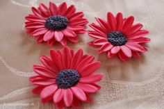 How to make a pink daisy from fondant