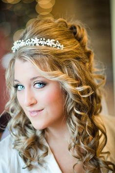 A thin headband and tight ringlets make for an enchanting look.Photo Credit: Rachel Pearlman Photography