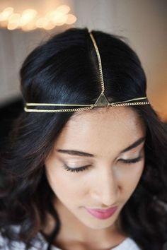Schmuck für den Kopf auf www.gofeminin.de #boho  #coachella #hippie #haarband #goldschmuck #triangle