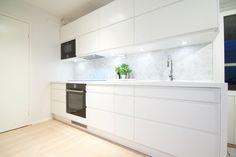 White Ikea Kitchen, Kitchen Cabinets, Home Decor, Decoration Home, Room Decor, Cabinets, Home Interior Design, Dressers, Home Decoration