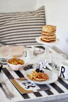 Brunch mit Vanille/Zimt-Pancakes, Bratapfel Kompott und Karamell