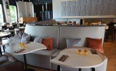 Tables et banquettes sur mesure pour les restaurants.