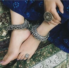 Antique Jewellery Designs, Fancy Jewellery, Silver Jewellery Indian, Indian Jewellery Design, Stylish Jewelry, Fashion Jewelry, Silver Jewelry, Silver Rings, Silver Anklets Designs