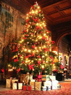 Merry Christmas from Cliveden! #laylagrayce #destinationinspiration #englishchristmas