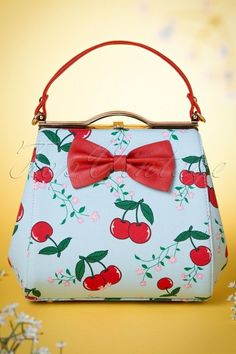 Vintage Fashion: Artifacts From Years Gone By - Popular Vintage Pin Up Vintage, Mode Vintage, Retro Vintage, Vintage Purses, Vintage Bags, Vintage Outfits, Vintage Handbags, Cherry Baby, Cherry Tree