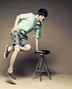 Lee Hyun Woo - Cine21 Magazine No.907