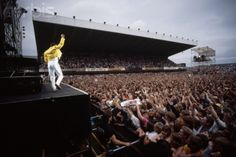 Freddie Mercury And Queen Live at Wembley Stadium -