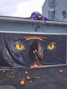 Great garage haunt entrance!