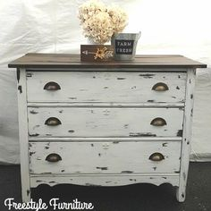 ‎Tawnya Roybal‎ used Fluff on this gorgeous dresser.
