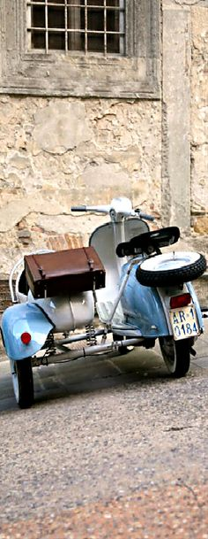 Lambretta and side car rig: nice. Lambretta Scooter, Vespa Scooters, Fiat 500, Motos Vespa, Classic Vespa, Italian Scooter, Bike Shed, Motor Scooters, Cool Bicycles