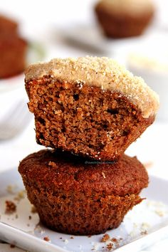 Receita de bolo low carb fácil de liquidificador com apenas 5 ingredientes. Bolo fofinho sem açúcar, sem glúten, sem leite e sem óleo simples de preparar!