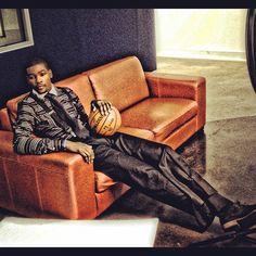 Very dope outfit my boy Kevin Durant has on. Kevin Durant Russell Westbrook, Nike Inspiration, Durant Nba, Kevin Durant Shoes, Nike Tights, Nike Runners, Men Photoshoot, Love And Basketball