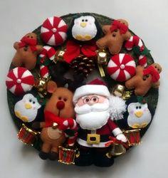 Guirlanda de Natal em Feltro <br> <br>Composta de Papai Noel, Renna Rudolph, Pinguins, Gingerbread mans e doces.
