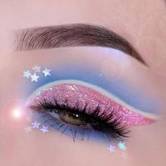✨🌸✨ We adore this eye makeup by Pastelmints! ✨🌸✨ This magical and dreamy look was created with the help. - ✨🌸✨ We adore this eye makeup by Pastelmints! ✨🌸✨ This magical and dreamy look was created with the help of the Lime Crime Paris Diamond… - Bright Eye Makeup, Dramatic Eye Makeup, Edgy Makeup, Makeup Eye Looks, Eye Makeup Art, Colorful Eye Makeup, Crazy Makeup, Eyeshadow Makeup, Dramatic Eyes
