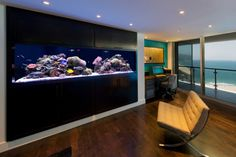 An aquarium is a pleasant manner of displaying that you simply love nature and that you've a need to deal with it. A house aquarium is one of the best. Ocean Aquarium, Home Aquarium, Marine Aquarium, Aquarium Ideas, Aquarium In Wall, 300 Gallon Aquarium, Aquarium Design, Fish Tank Wall, Fish Tanks