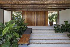 entry - door - outdoor entrance --  Galeria da Arquitetura | Residência FB, saiba tudo sobre o projeto de arquitetura!
