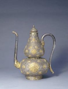 Gourd-shaped Ewer with Gold Floral Patterns, Qianlong reign (1736-1795), Qing dynasty (1644-1911)