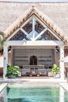 Villa Massilia is an undiscovered Casa Cook. A refined estate in the centre of Seminyak inspired by this hotel chain and reinterpreted for the Bali environment. Villa Design, House Design, Design Design, Interior Bohemio, Villas, Bali Style Home, Small Villa, Casa Cook, Surf House