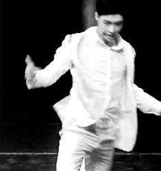 I can't even...them movement tho lay bw  #yixing