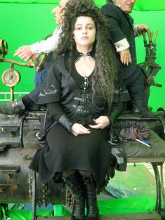 Helena's costume as Hermione being Bellatrix. Harry Potter Narcissa, Lestrange Harry Potter, Harry Potter Cosplay, Harry Potter Characters, Harry Potter World, Hermione, Helen Bonham, Helena Bonham Carter, British Actresses