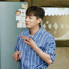 Jung Jin Woo, Yoon Doo Joon, Pop Bands, Attractive People, Kdrama, Singers, Beast, Highlights, Men Casual