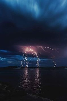 Lightning photo in the night sky. Beautiful night sky on lake. Nature Wallpaper, Wallpaper Backgrounds, Storm Wallpaper, Iphone Wallpapers, Wild Weather, Thunder And Lightning, Lightning Storms, Lightning Cloud, Natural Phenomena