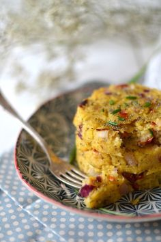 Polenta patties with sundried tomatoes, red onion and aromatic herbs - Juliette& recipes - - Vegetable Drinks, Vegetable Recipes, Vegetarian Recipes, Healthy Recipes, Empanadas, Torrone Recipe, How To Cook Polenta, Italian Vegetables, Aromatic Herbs